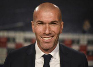 """Abidal: Zidane """"fait une saison extraordinaire avec le Real Madrid"""""""